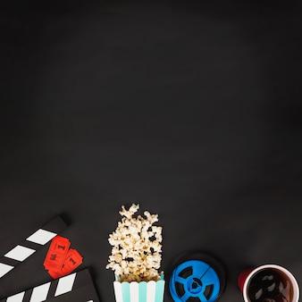 Kinematographiesymbole auf schwarzem hintergrund