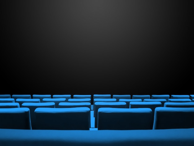 Kino kino mit blauen sitzreihen und einem schwarzen kopierraumhintergrund