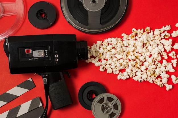 Kinogeräte und popcorn