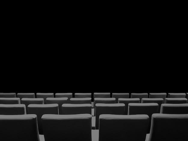 Kinokino mit sitzreihen und schwarzem hintergrund mit kopienraum