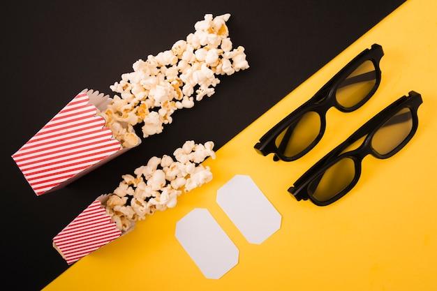 Kinokomposition auf zweifarbigem hintergrund