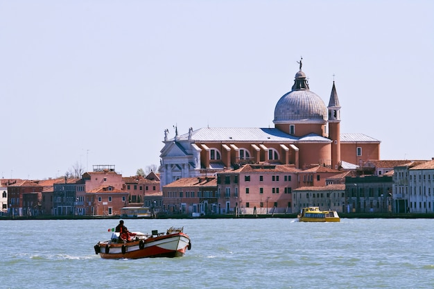 Kirche am großartigen kanal in venedig, italien