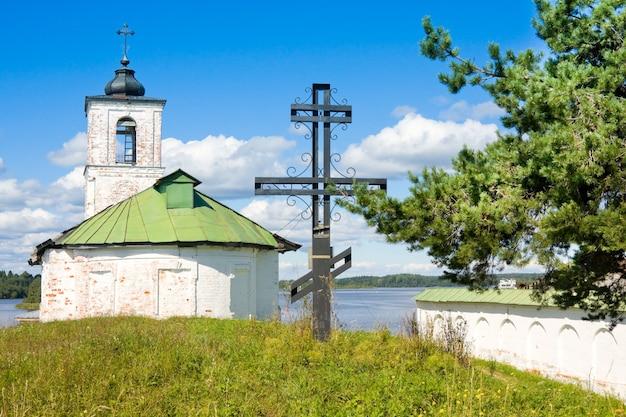 Kirche der einführung von jungfrau maria in den tempel im dorf goritsy vologda region, russland