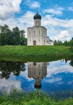 Kirche der heiligen jungfrau am fluss nerl, bogolyubovo, russland
