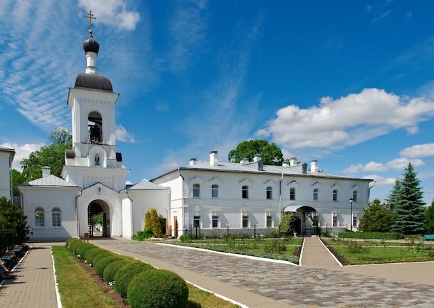Kirchenkuppeln des orthodoxen klosters des kremls. stadt polozk. belarus