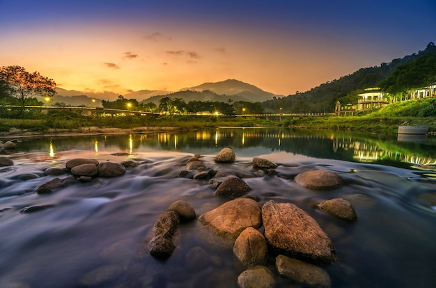 Kiriwong dorf mit gutem wetter und einer schönen aussicht