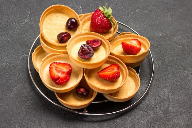 Kirsch-erdbeer-törtchen