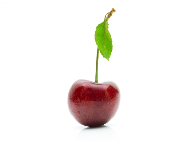 Kirschfrucht auf einem weißen hintergrund