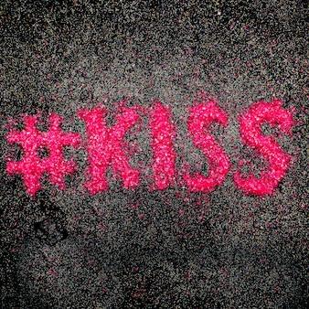Kiss text minimales design von strasssteinen