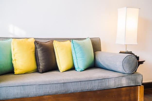 Kissen auf dem sofa