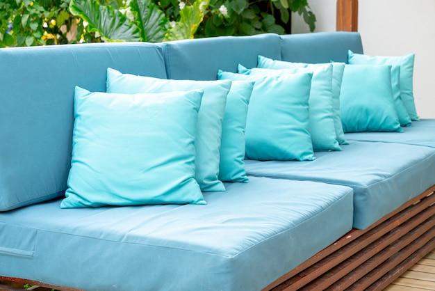 Kissen auf sofa dekoration außenterrasse