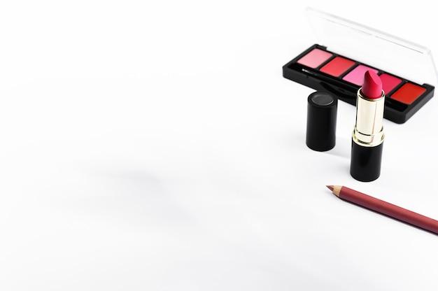 Kit für dekorative make-up-kosmetikprodukte für die lippen