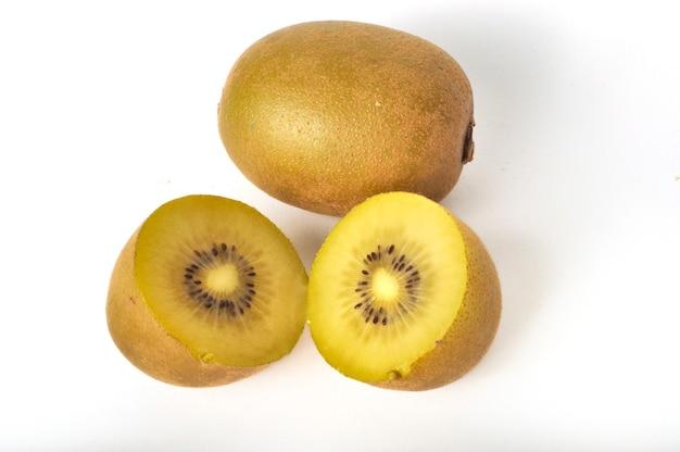 Kiwi-gold auf weißem hintergrund