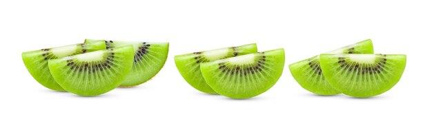 Kiwi in scheiben schneiden, isoliert auf weißer oberfläche