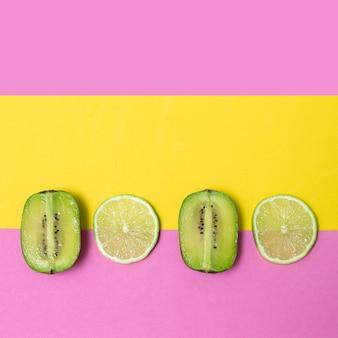 Kiwi-limette mischen. kreative früchte. minimale flache lage.