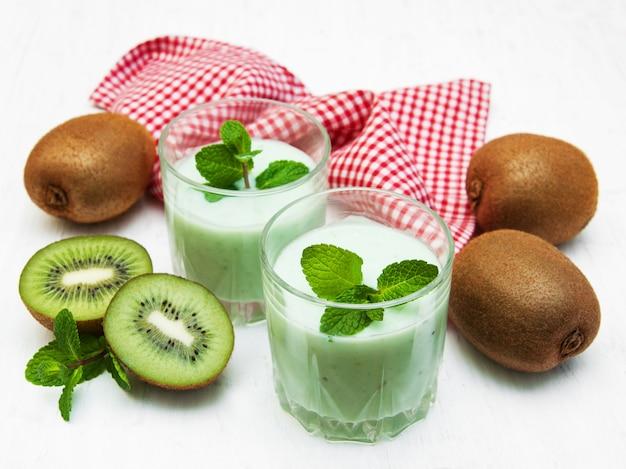 Kiwi smoothie im glas