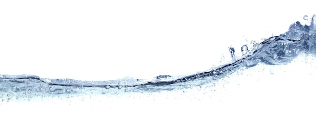 Klares wellenförmiges wasser getrennt auf weiß.