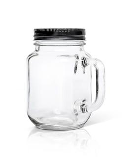 Klarglasflasche mit der schwarzen aluminiumkappe lokalisiert auf weißem hintergrund