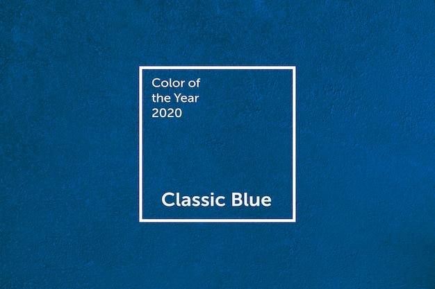Klassische blaue betonmauer. farbe des jahres 2020. farbtrendpalette.