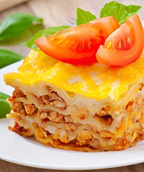 Klassische lasagne mit bolognese-sauce