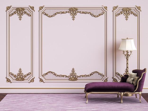 Klassische möbel im klassischen innenraum mit kopienraum. rosa wände mit vergoldeten leisten