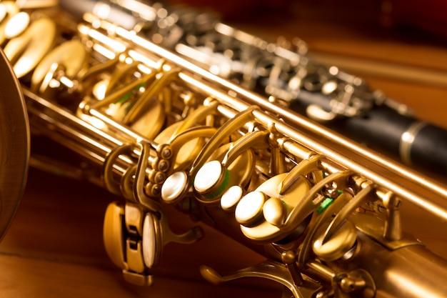 Klassische musik sax tenorsaxophon und vintage klarinette