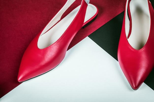 Klassische rote schuhe