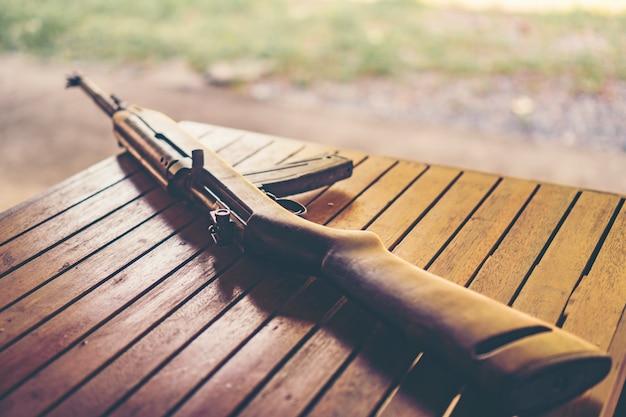 Klassische schrotflinte aus dem 2. weltkrieg