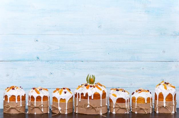 Klassische slawische osterkuchen im rustikalen stil