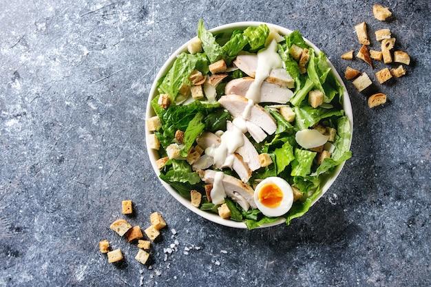 Klassischer caesar-salat
