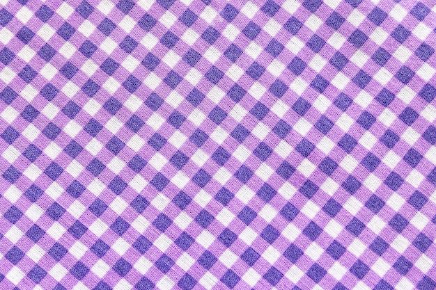 Klassischer lila karierter stoff oder tischdecke