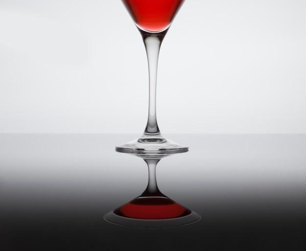Klassischer zeitgenössischer cocktail