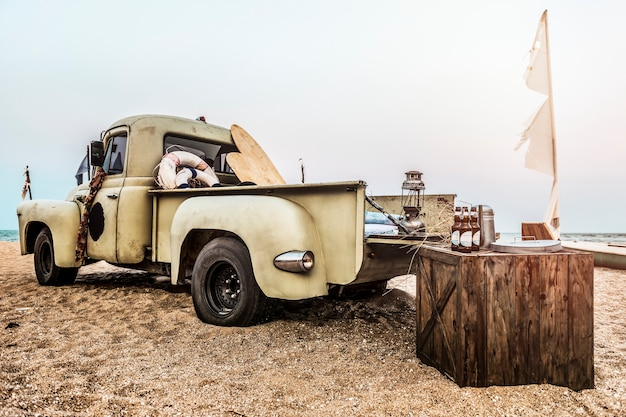 Klassisches auto-altes art-draußen konzept