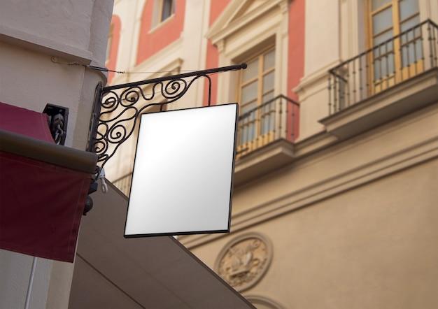 Klassisches hängendes straßensignal