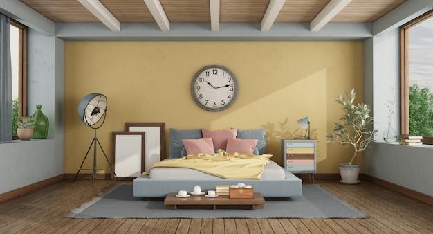 Klassisches hauptschlafzimmer mit buntem doppelbett