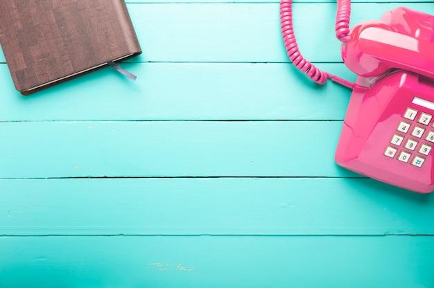 Klassisches rosafarbenes telefon