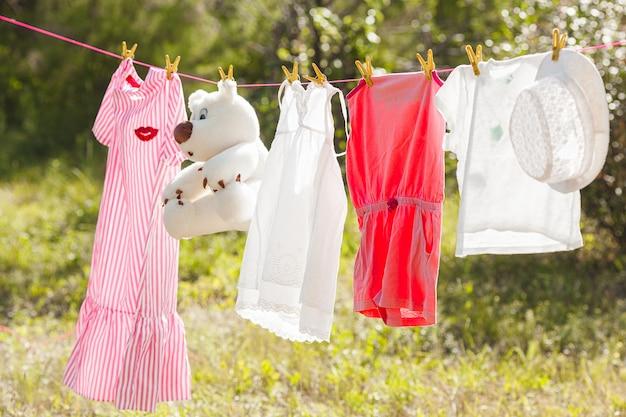 Kleidung auf der wäscheleine