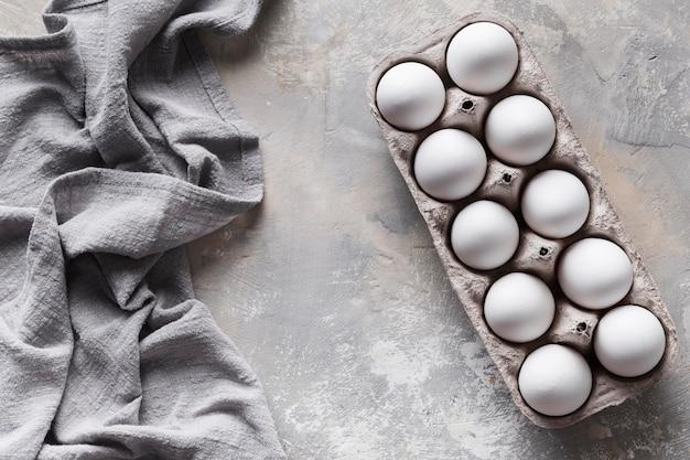 Kleidung mit eiern in schalung