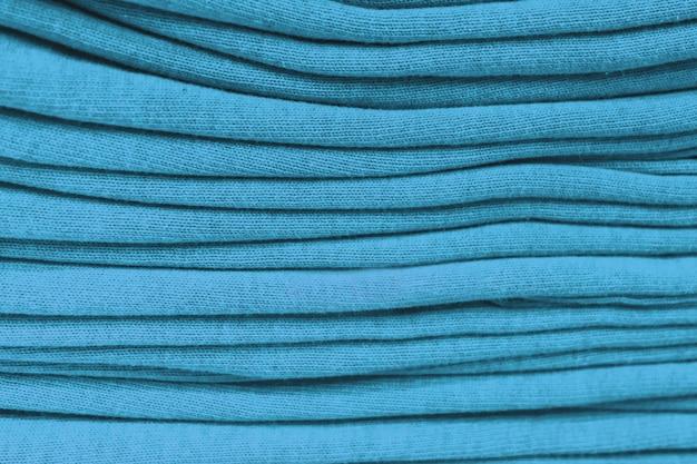 Kleidung stapelte nahaufnahme, gewebebeschaffenheit, helle farben, ordentliche grüne stapel
