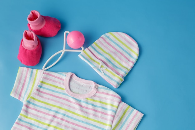 Kleidung und accessoires für babys