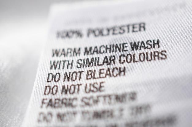 Kleidungsetikett aus polyestergewebe mit waschanleitung