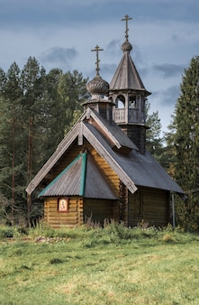 Kleine alte orthodoxe holzkirche