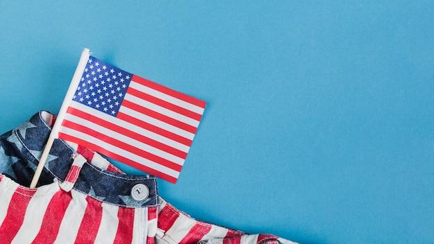 Kleine amerikanische flagge in der tasche