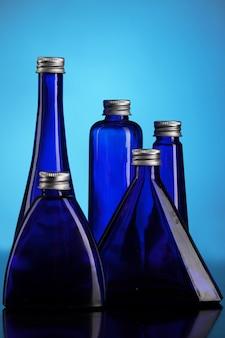 Kleine blaue flaschen