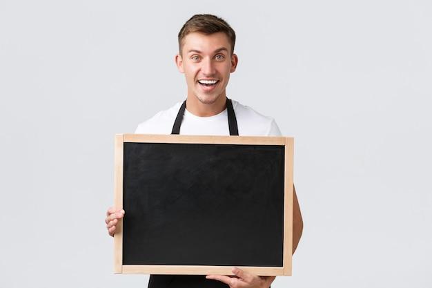 Kleine einzelhandelsbesitzer café- und restaurantmitarbeiter konzept glücklich lächelnde gutaussehende verkäufer s ...