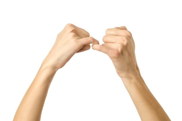 Kleine finger halten sich gegenseitig. frauenhand mit französischem maniküregestikulieren lokalisiert auf weißem hintergrund. teil der serie