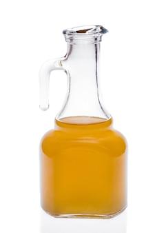 Kleine flasche olivenöl getrennt auf weiß