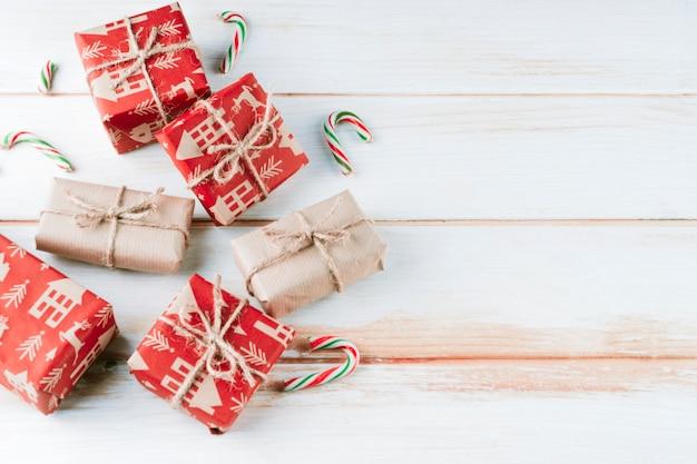 Kleine geschenkboxen mit seilen