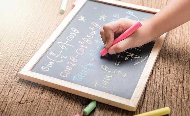 Kleine handschrift auf einer tafel