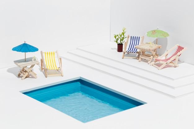 Kleine pool stillleben zusammensetzung